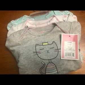 NWT baby girl 3-6 month onzie 3pc ser.